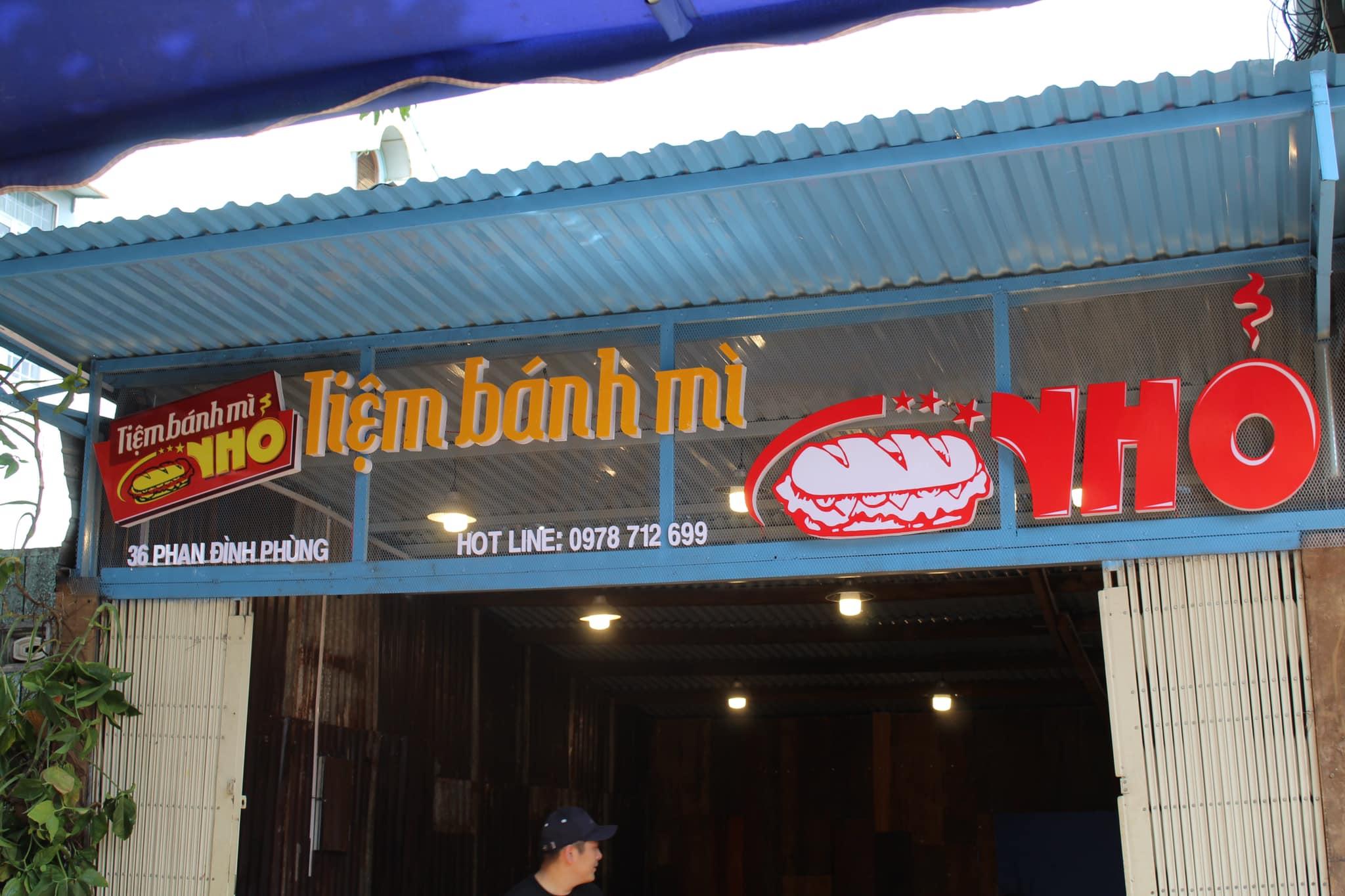 Tiệm Bánh Mì Nhỏ