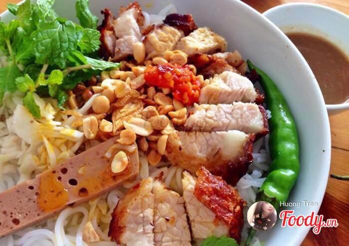 Bánh Tráng Cuốn Thịt Heo & Bò Nhúng Ớt